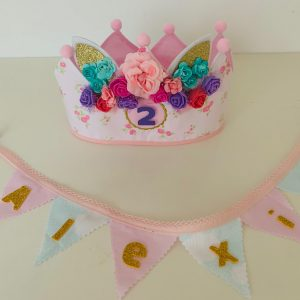 Corona cumpleañera con mini Banderín